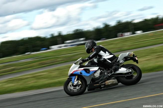 bmw-s1000rr-race-track-7