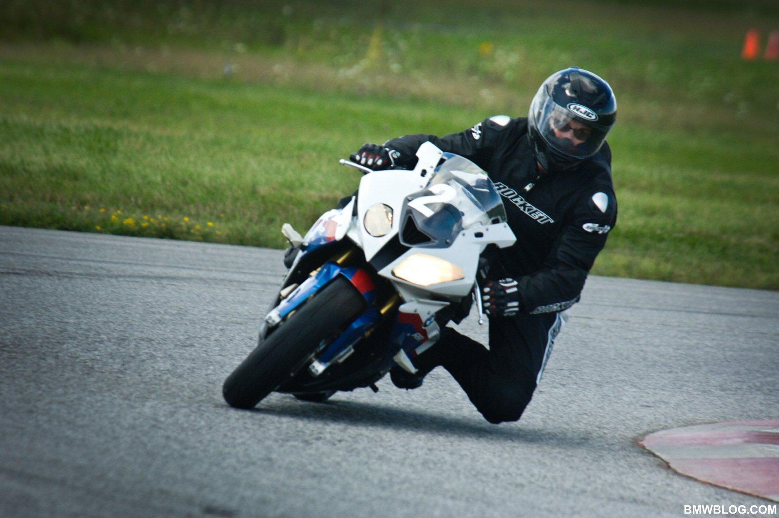 bmwblog ride review bmw s1000rr  a knee sliding good time