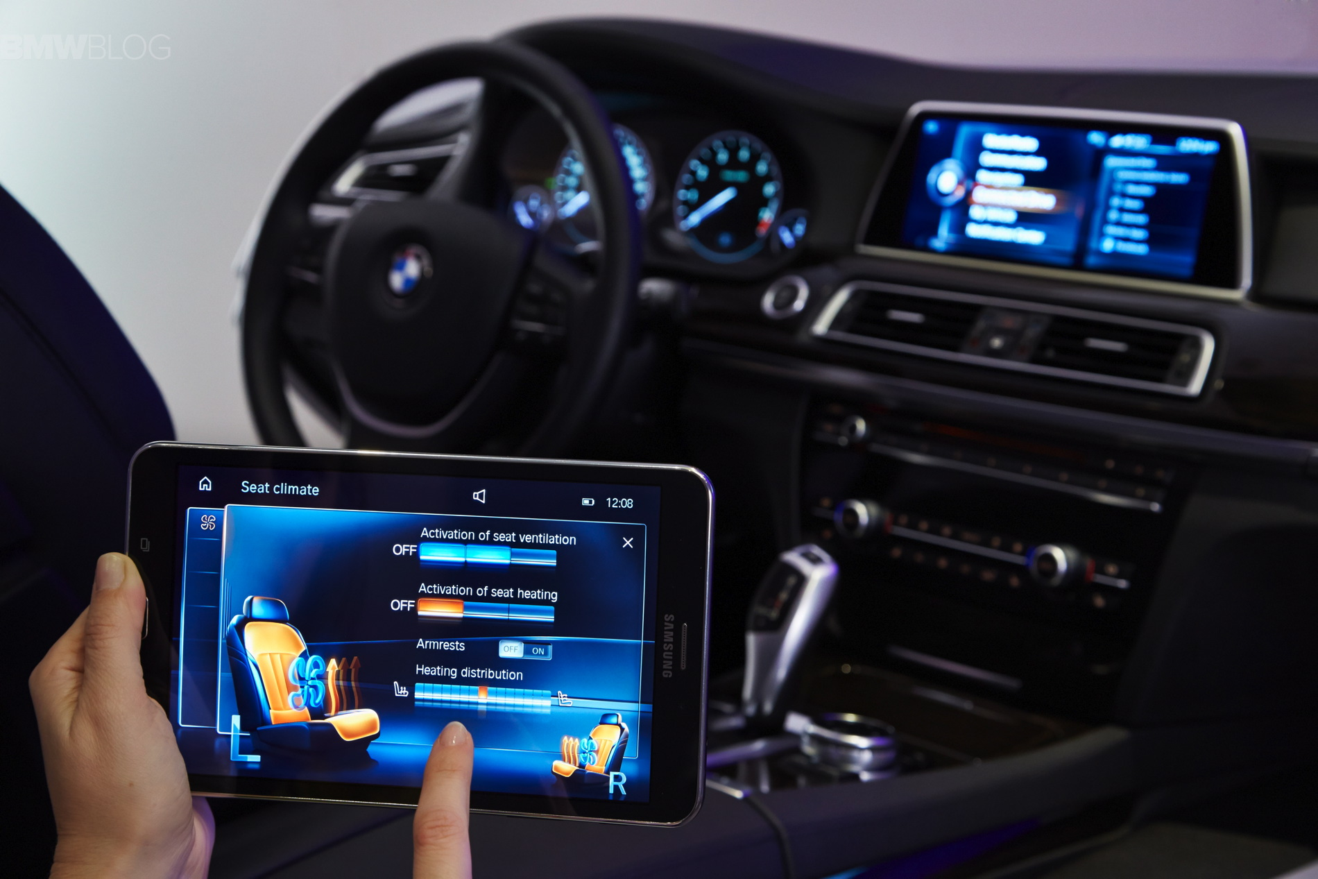 Bmw Introduces The Touch Command Feature Using A Samsung