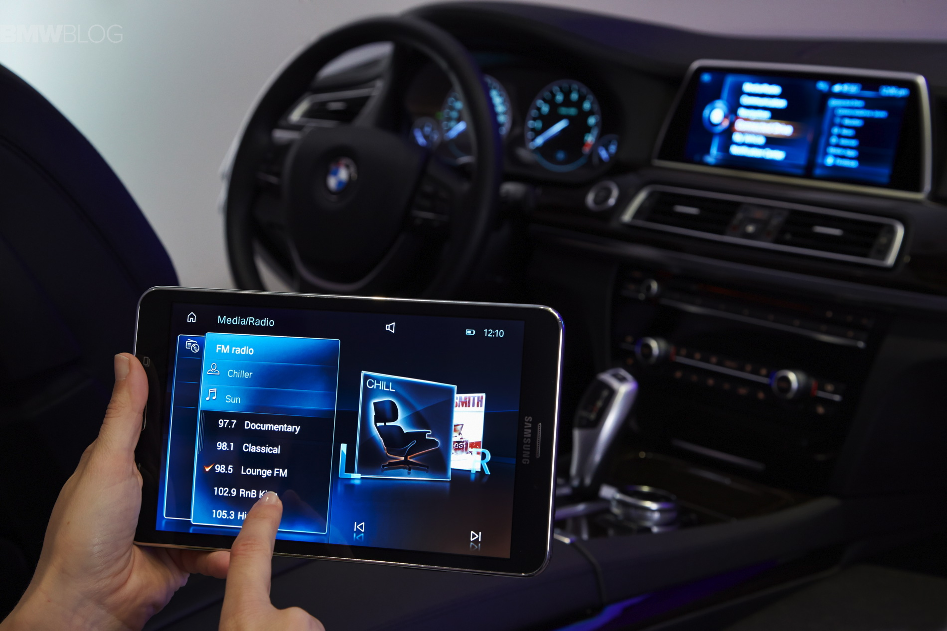 BMW Connected Drive >> BMW introduces the Touch Command feature using a Samsung ...