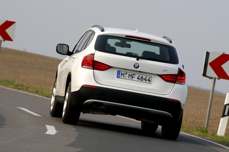 bmw x1 alpine white 48 750x500