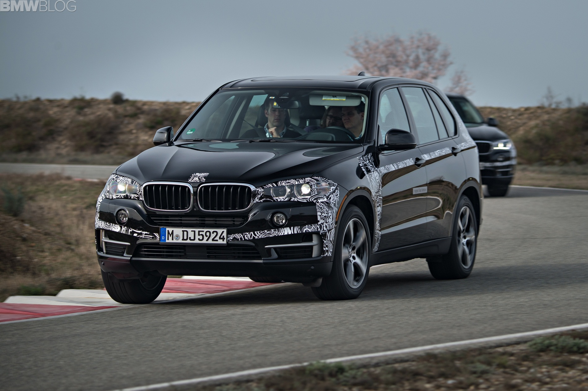 bmw x5 edrive hybrid might be the ultimate suv. Black Bedroom Furniture Sets. Home Design Ideas