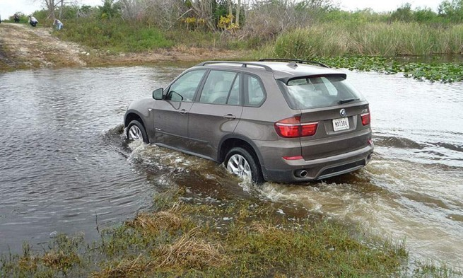 bmw x5 off road 655x393