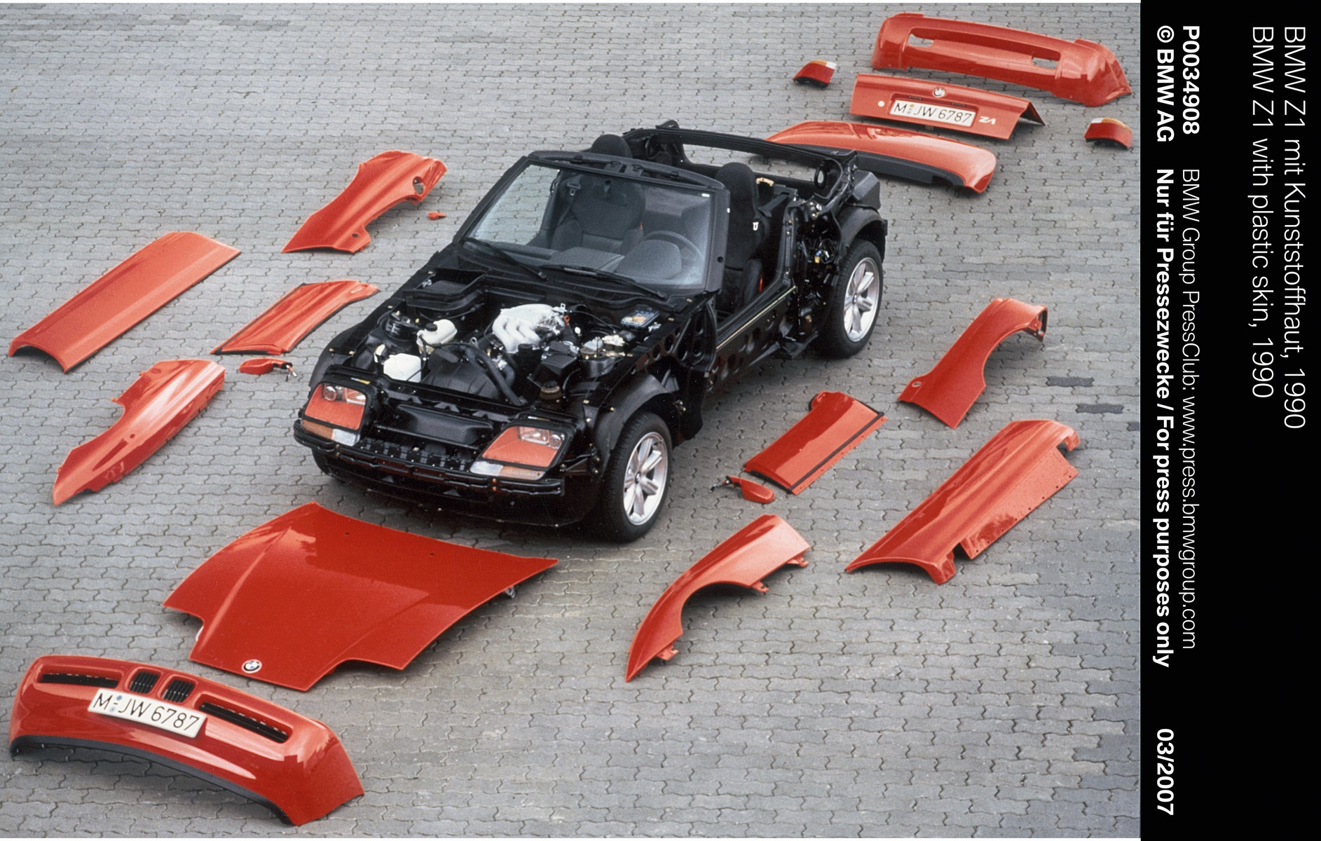 BMW Z1: The story behind the lightweight and durable body panels
