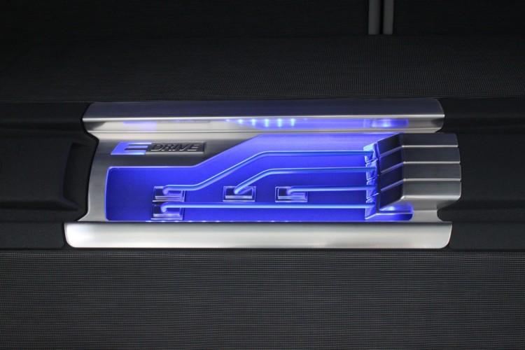 detroit auto show bmw activeE trunk 750x500