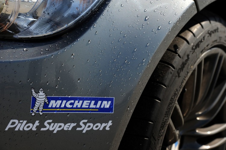 epcp_1103_04_o+michelin_pilot_super_sport+sticker