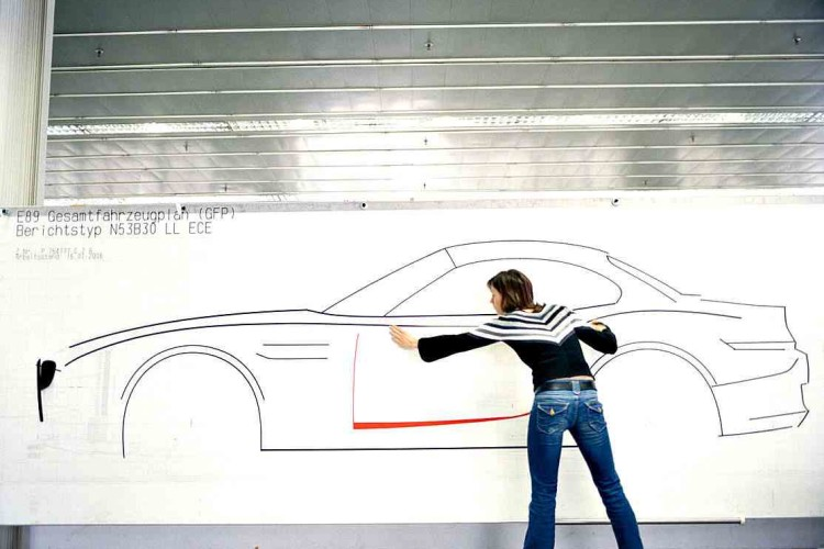 juliane blasi bmw z4 taping the drawing  750x500