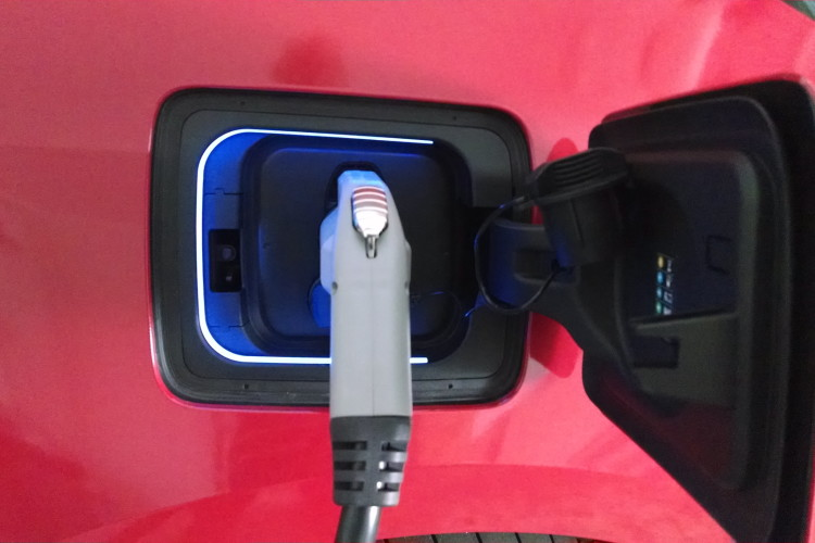 BMW, Volkswagen and ChargePoint Complete Charging Corridors on the East and West Coasts