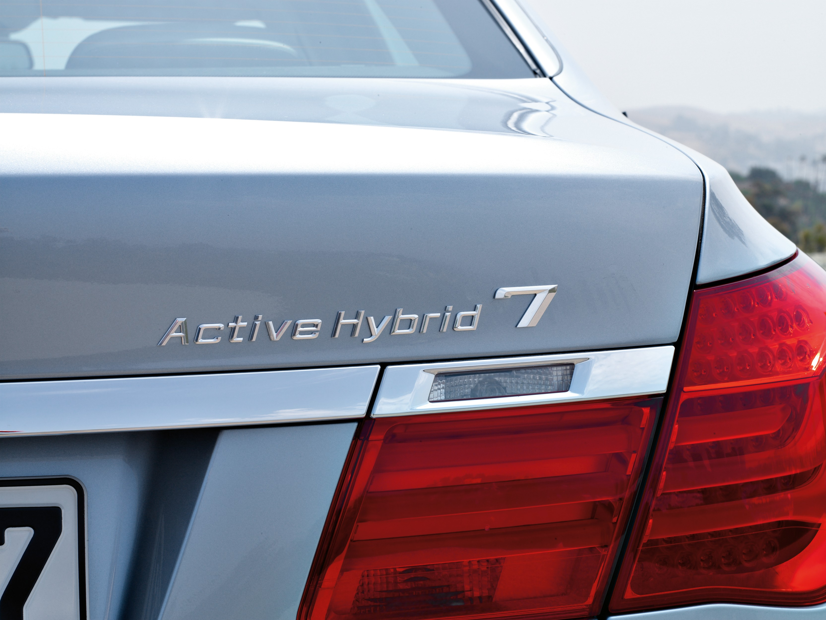 2010 BMW ActiveHybrid 7 - Official Information