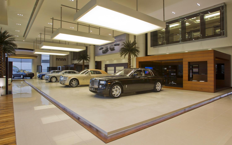 Rolls Royce Dealers >> World S Largest Rolls Royce Dealer Opens In Abu Dhabi