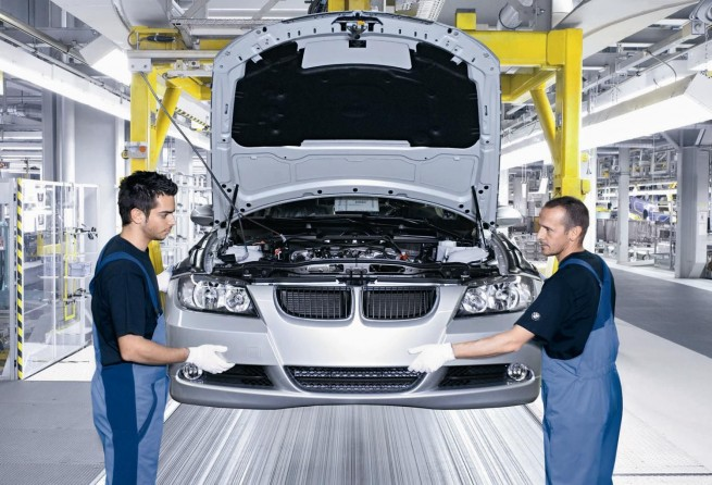 workers at bmw plant2 655x446