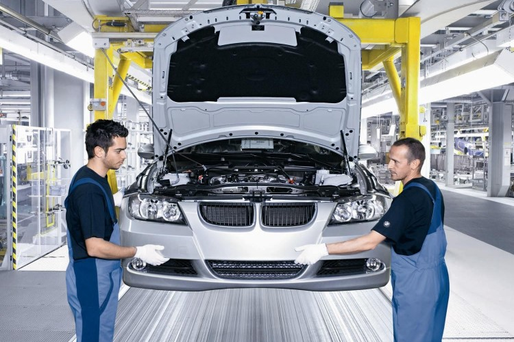 workers at bmw plant2 750x500